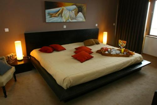 A bed or beds in a room at Hotel & Spa Alfandega da Fe