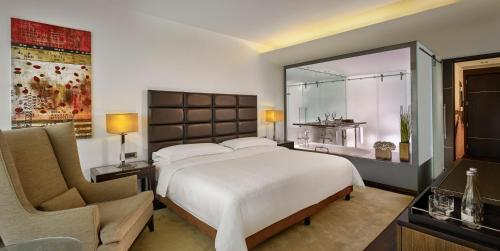 A bed or beds in a room at Sheraton Porto Hotel & Spa