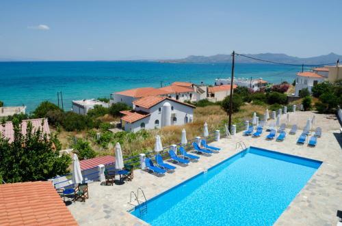 Θέα της πισίνας από το Hotel Boulas  ή από εκεί κοντά
