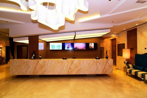 The lobby or reception area at Best Western Plus Pearl Creek