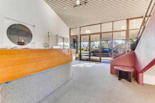 The lobby or reception area at Rockhampton Riverside Central Hotel