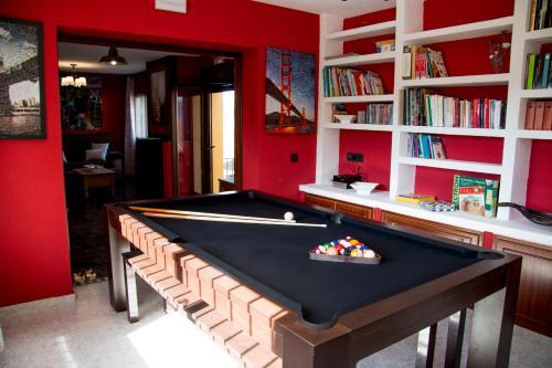 A pool table at Casa Rural Collarubio