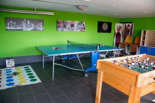 Ping-pong facilities at Casa Rural Collarubio or nearby