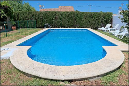 The swimming pool at or close to Bungalow Ramos