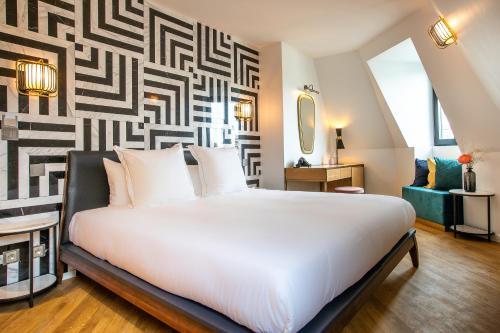 Кровать или кровати в номере Rose Bourbon