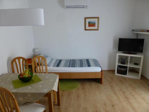 Ein Sitzbereich in der Unterkunft Apartments Toni, Borik