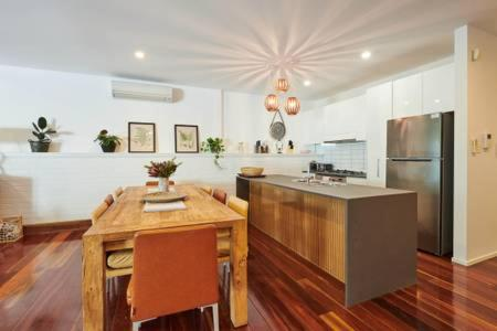 A kitchen or kitchenette at Botanical Byron Butter Factory