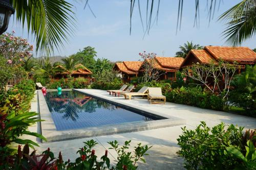 The swimming pool at or close to Thai House Resort