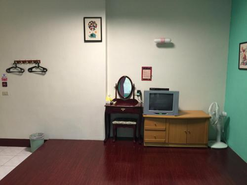 A television and/or entertainment center at Sandimen Homestay