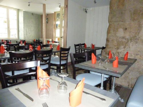 A restaurant or other place to eat at A La Porte Saint Jean