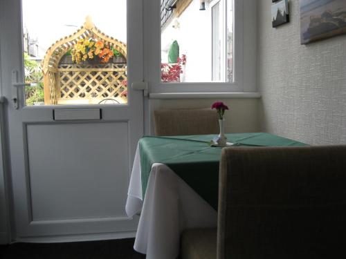A restaurant or other place to eat at Fairhaven B&B