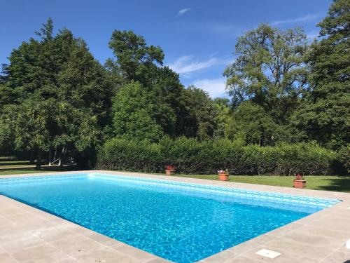 The swimming pool at or close to Chambre d'hôte Manoir de Clairbois