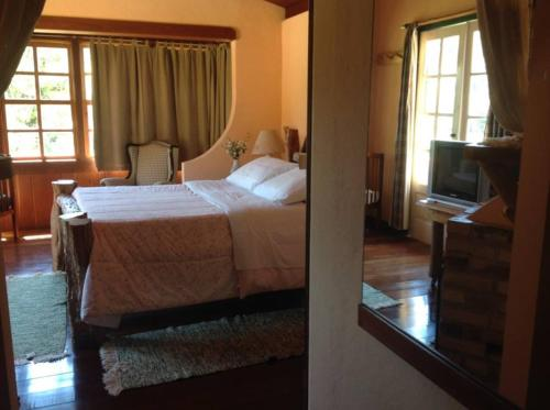 A bed or beds in a room at Hotel Fazenda Pedra Selada