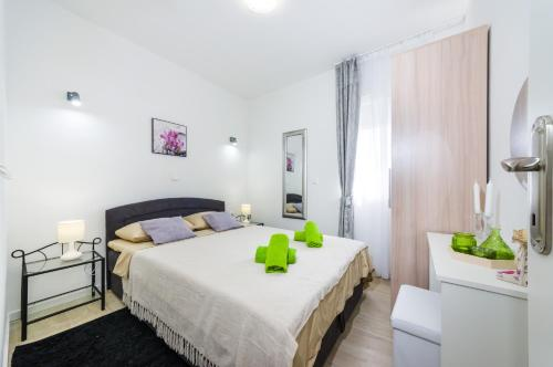 A bed or beds in a room at Apartments Maraš