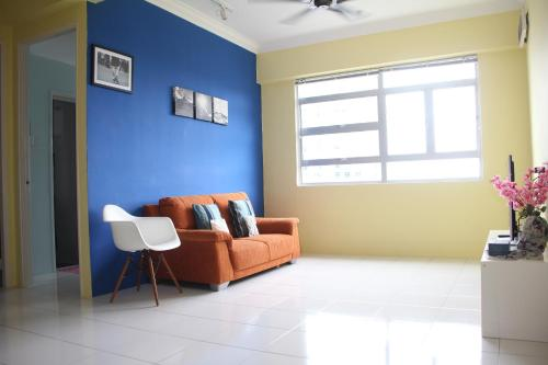 A seating area at Sanitize 3BR2Bth condo near USM Georgetown