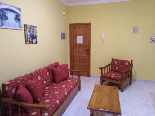 A seating area at Apartamentos La Banda