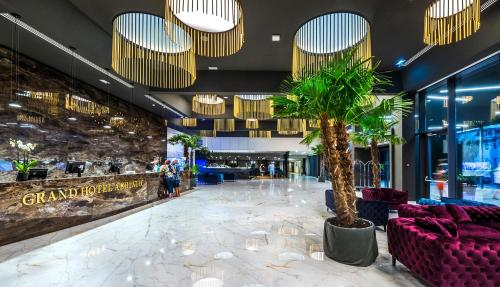 The lobby or reception area at Grand Hotel Adriatic II