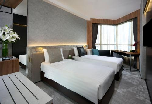 A bed or beds in a room at The Harbourview