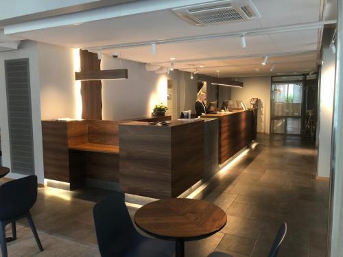 The lobby or reception area at Park Alandia Hotel