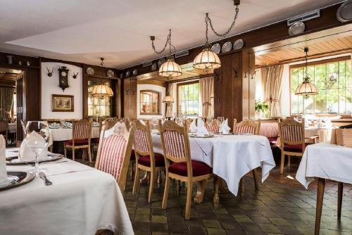 Ein Restaurant oder anderes Speiselokal in der Unterkunft Hotel Lindenhof Hubmersberg