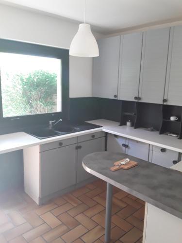 Cuisine ou kitchenette dans l'établissement 620 Rue du Coteau Fleuri