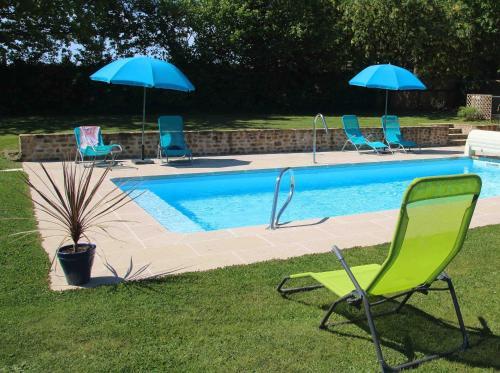 The swimming pool at or near Sauvignon
