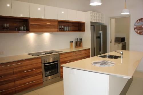 A kitchen or kitchenette at Pet Friendly Family Hideaway