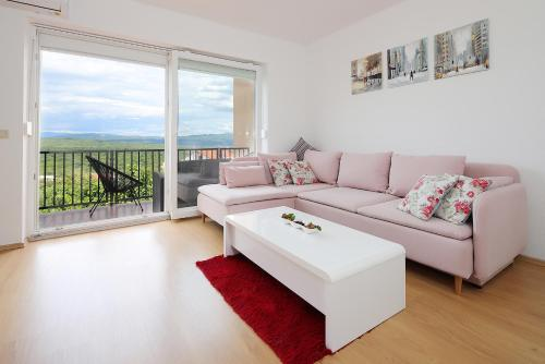 A seating area at Apartment Luka