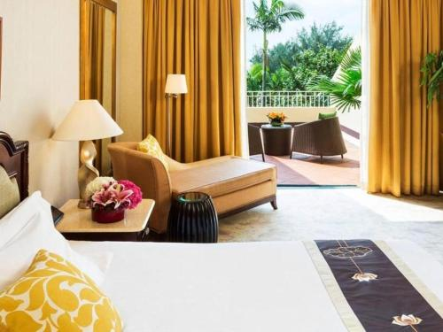 A bed or beds in a room at Grand Coloane Resort