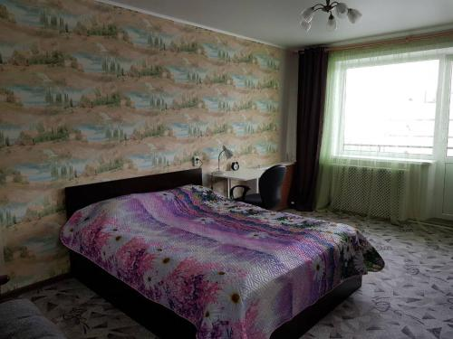 Кровать или кровати в номере Apartment on Bratyev Zakharovykh