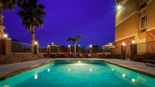 The swimming pool at or near Best Western Plaquemine Inn