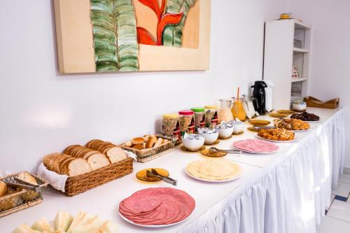 Breakfast options available to guests at Pousada Sanremo Inn