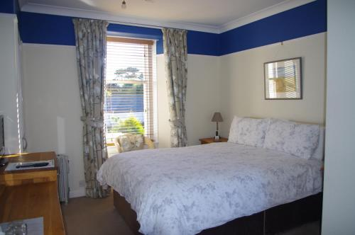 A bed or beds in a room at Kingsbarns B & B