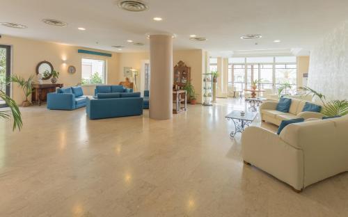 De lobby of receptie bij Hotel Villa Esperia