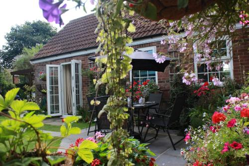 Conifer Cottage at The Old Manor in North Somercotes
