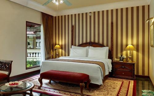 A bed or beds in a room at Mayfair Lagoon