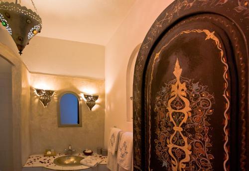 Salle de bains dans l'établissement Dar Nafoura-Mogador