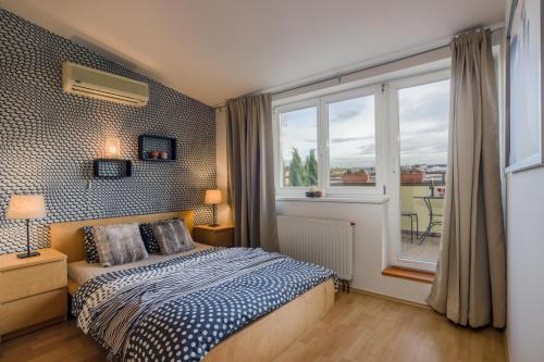 Ein Bett oder Betten in einem Zimmer der Unterkunft Michal&Friends Prague 1 SUNNY APT with terrace