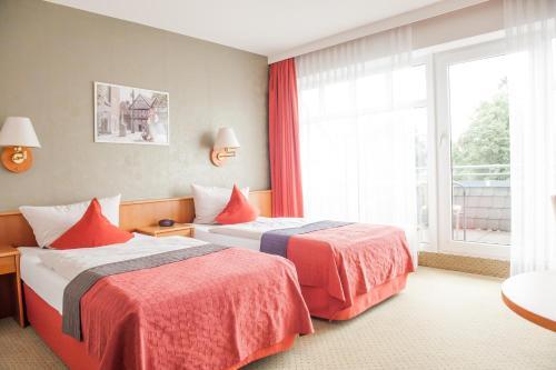 Ein Bett oder Betten in einem Zimmer der Unterkunft Hotel Quellenhof