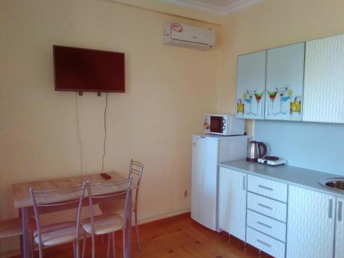 Кухня или мини-кухня в Guest House Bereg Morya