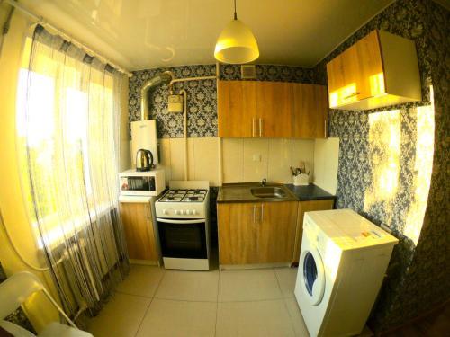 Кухня або міні-кухня у 2 rooms apartment Kirova 121