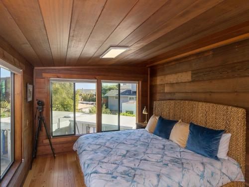 A bed or beds in a room at 21 Calle del Sierra Home 2 Bedrooms