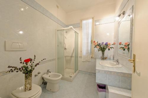 A bathroom at Albergo Il Marzocco