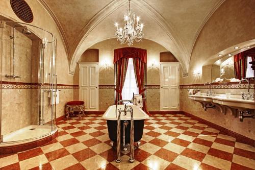 A bathroom at Alchymist Grand Hotel and Spa