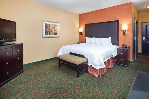 A bed or beds in a room at Hampton Inn & Suites Waco-South