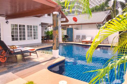 The swimming pool at or near Grand Condo Jasmine Pool Villa near the beach