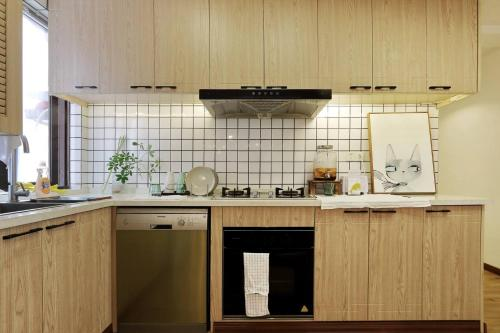 A kitchen or kitchenette at Ruijin Garden Apartment