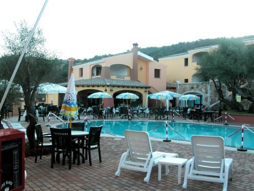 The swimming pool at or near Li Troni
