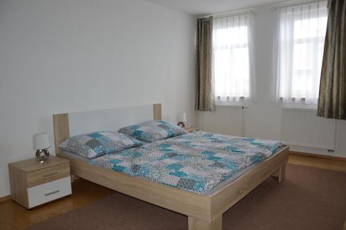 Postel nebo postele na pokoji v ubytování Vila Jenišovice Český ráj