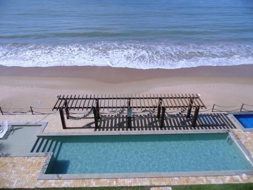 Uma vista da piscina em Waterfront Apart Hotel ou nos arredores